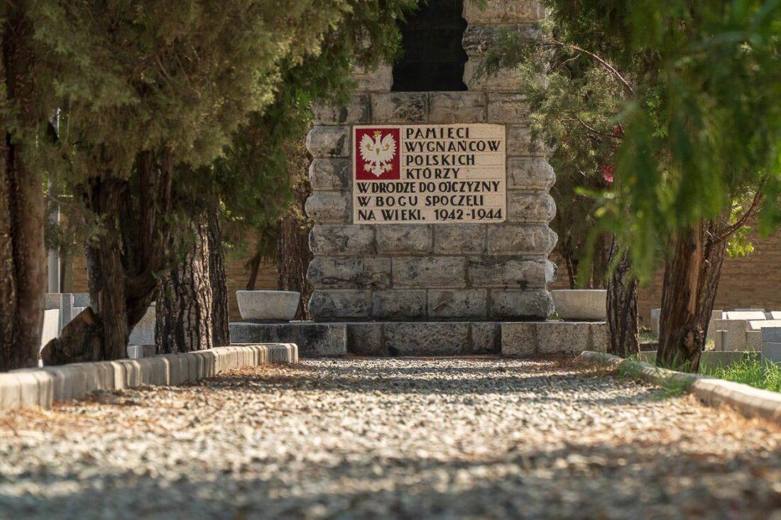 Znalezione obrazy dla zapytania cmentarz polski teheran