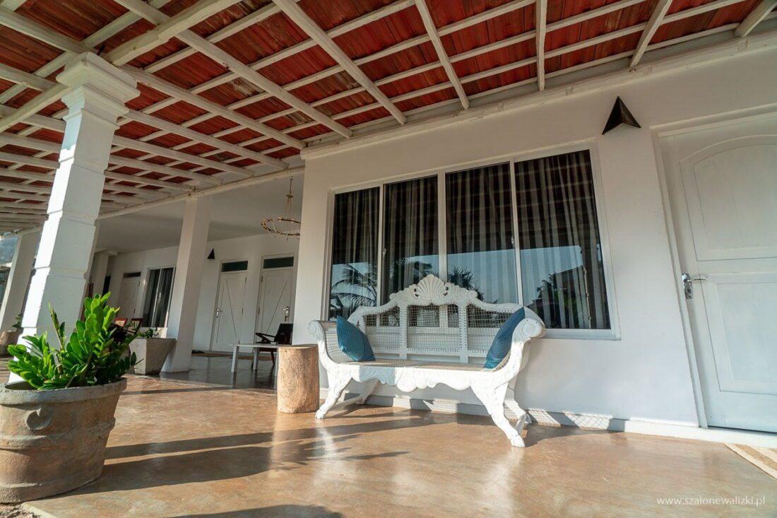 villa thotupola w ahungalla na sri lance