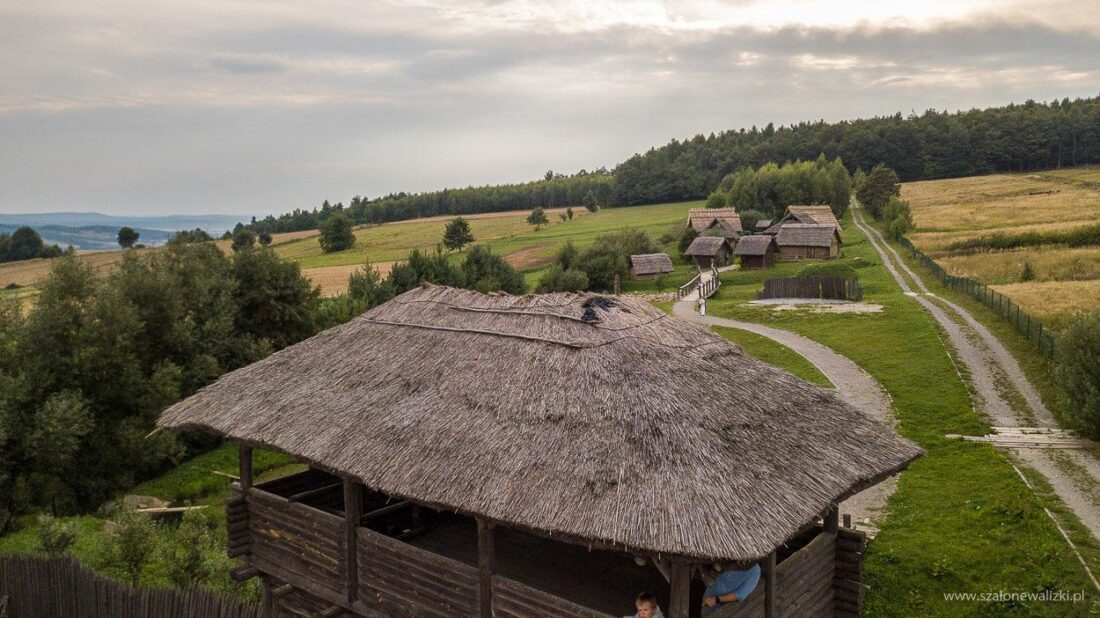 wejście do osady średniowiecznej