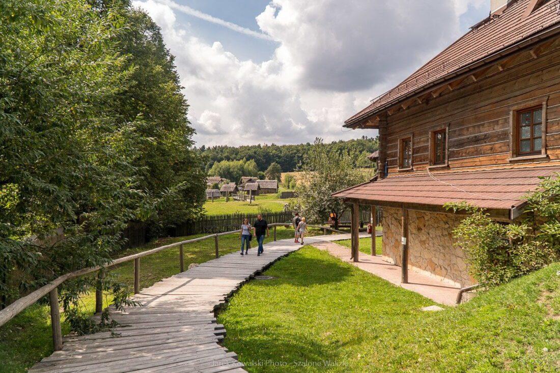 osada średniowieczna w hucie szklanej