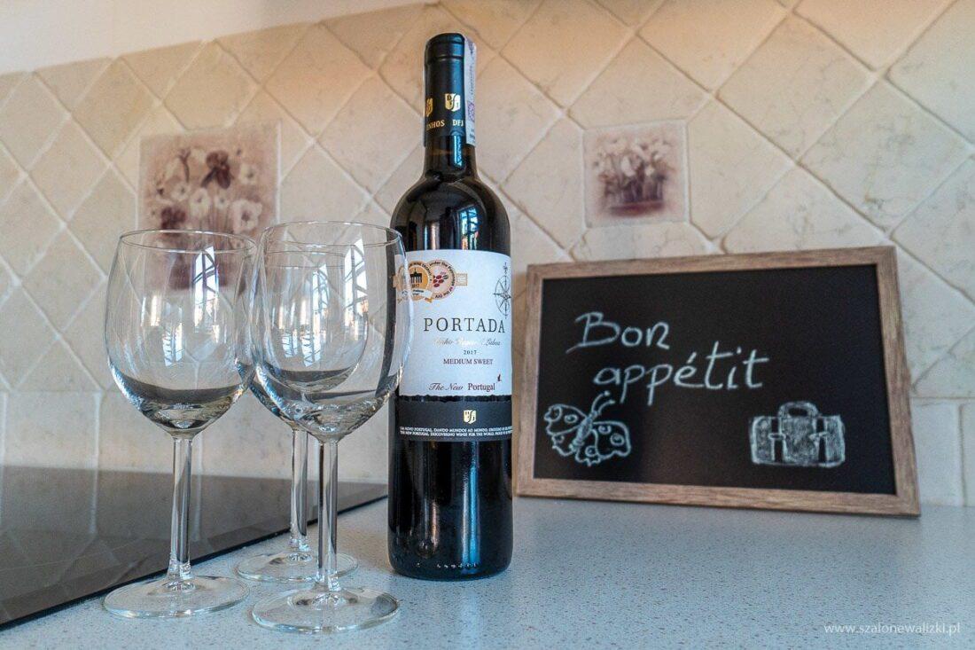 wino w apartamencie w warszawie
