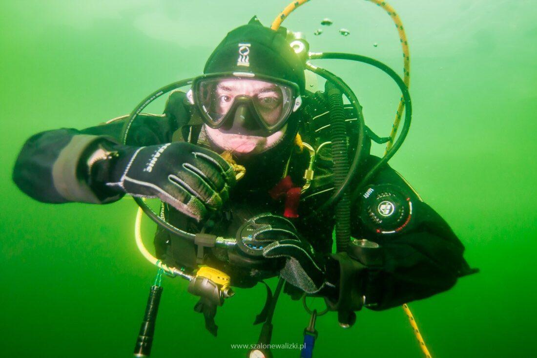 nurek pod lodem