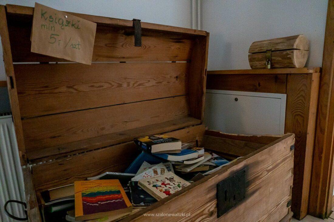 skrzynia z książkami w Tusinku